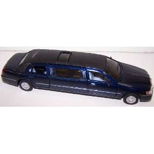 38 Scale Diecast 1999 Lincoln Town Car Stretch Limousine in Color Blue
