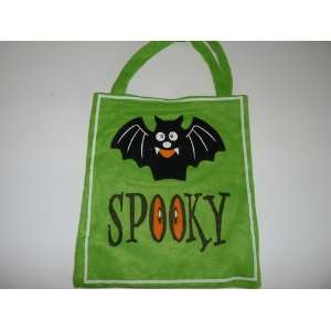 com Kids Green Felt Halloween Candy Bag with Bat and the Word Spooky