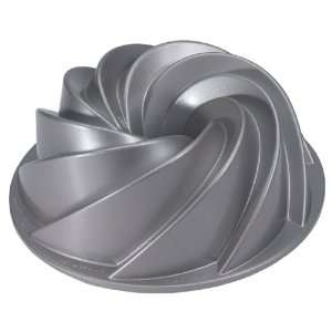 Bundt Pan Heavy Duty Cast Aluminum. Teflon Non stick Coating. 10 cup